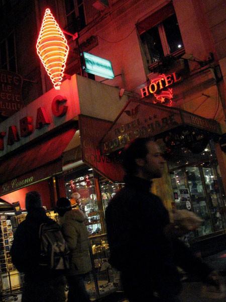 paris night tabac