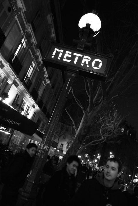 subway paris night