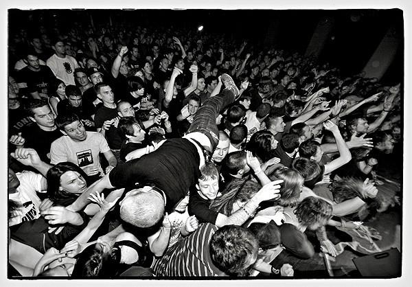 surf on crowd