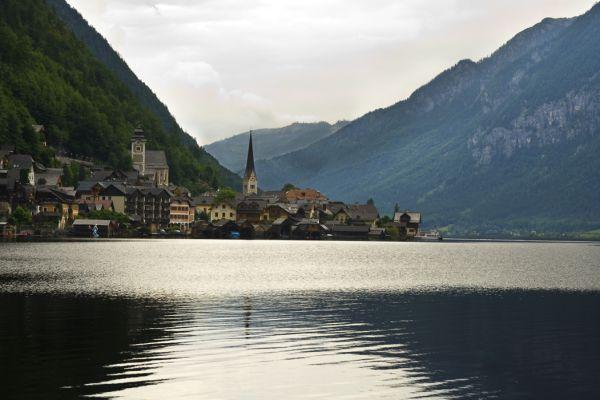 Lake_town_mountains