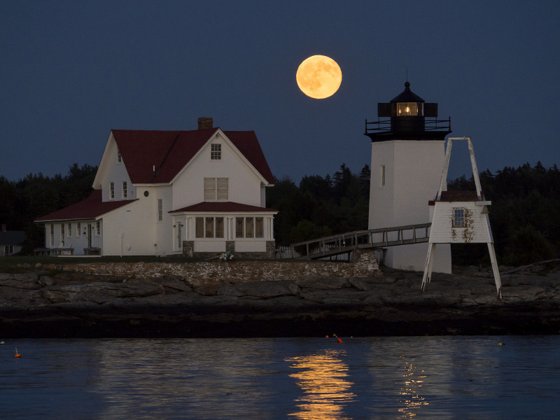 Hendricks Head lighthouse and full moon