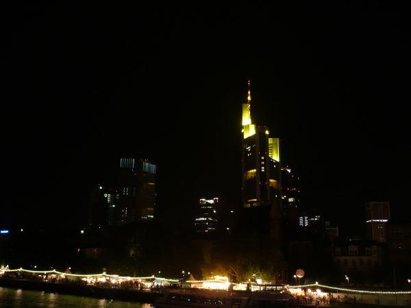 der gelbe leuchtturm