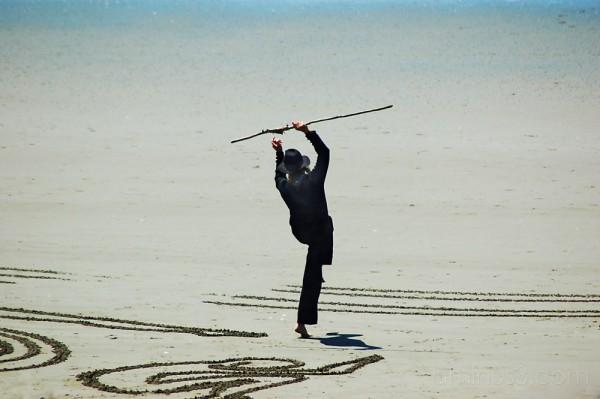 Beach artist celebrates