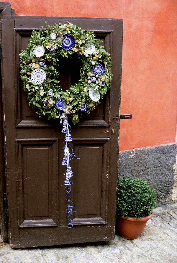 Wreath on a door in Prague