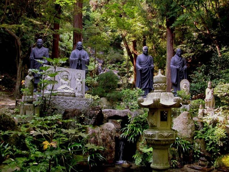 Statues at Mitaki-ji in Hiroshima