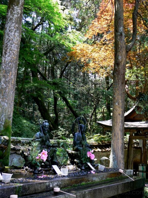 statues at Daigo-ji