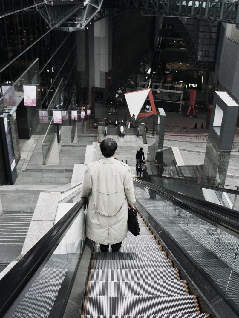 Descending escalator