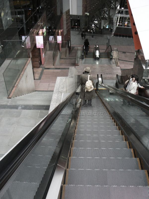 Descending escalator