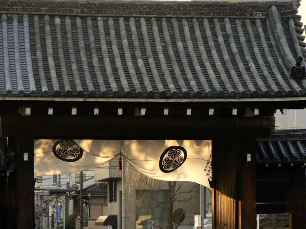 Old Japanese temple gate in Gion Kyoyto