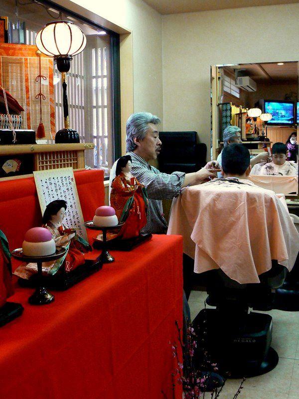 Story-telling barber cuts boy's hair