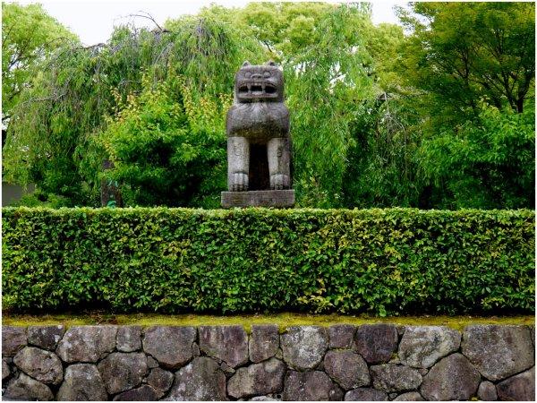 Guardian lion statue at a temple gate
