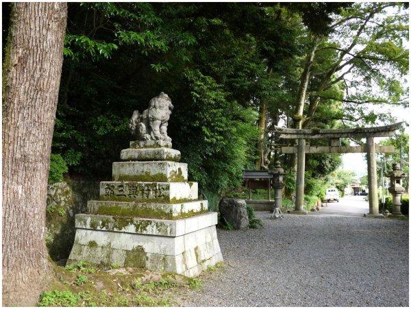 Guardian statue at Japanese shrine