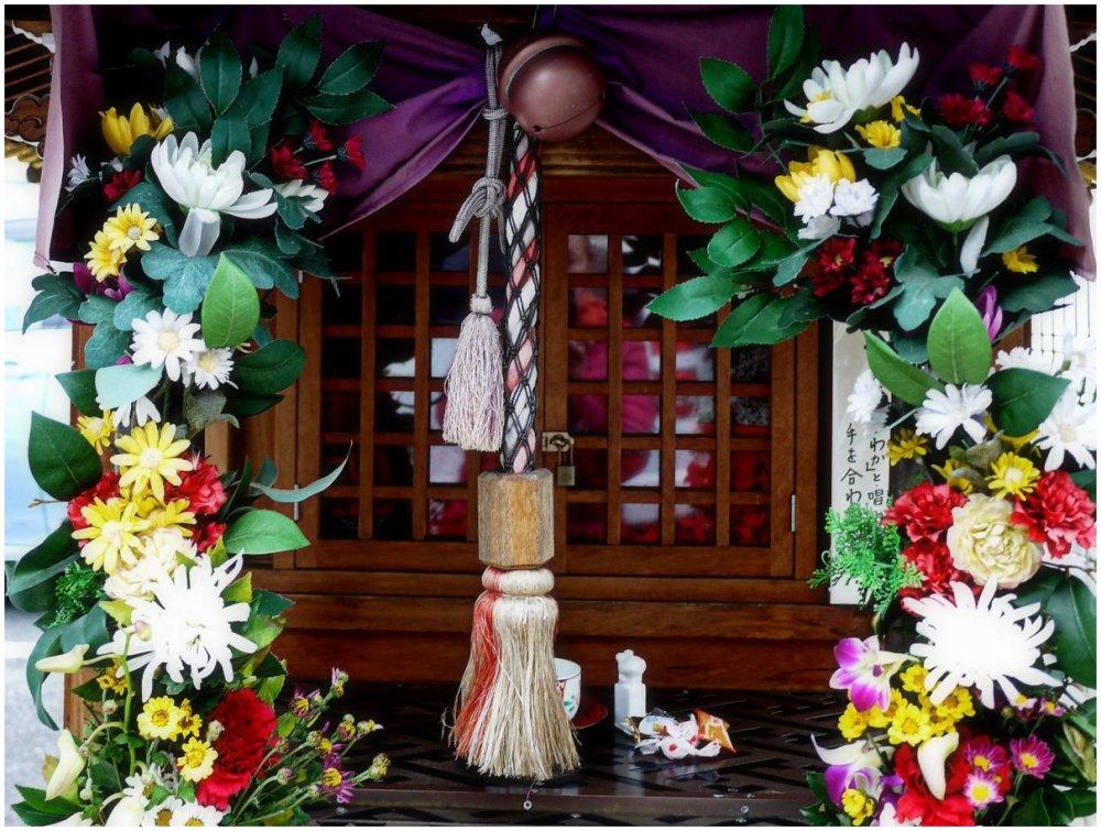 O-jizo shrine decorated with flowers