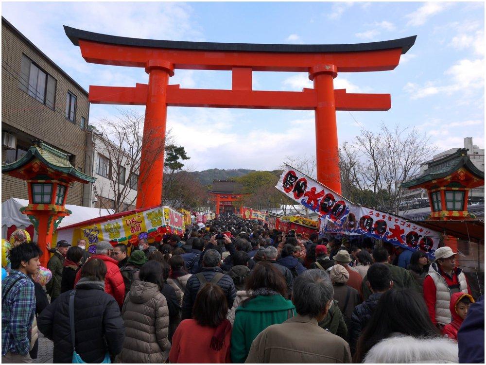 Japanese New Year crowds at shrine