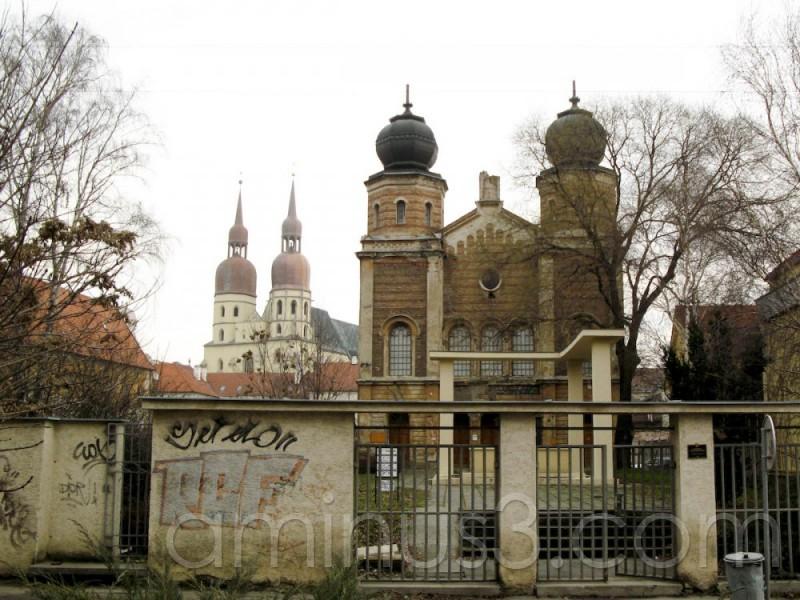 Synagogue and Saint Nikolaus church's.