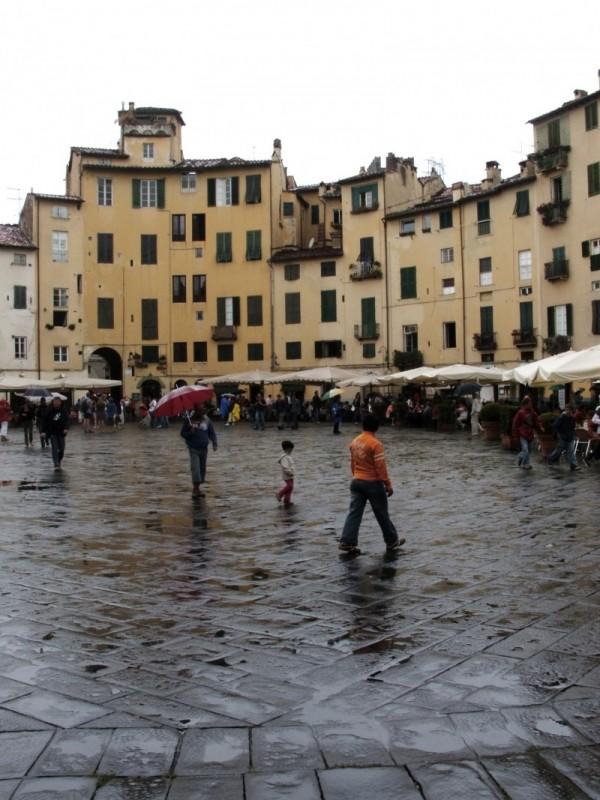 Piazza Anfiteatro, Lucca.