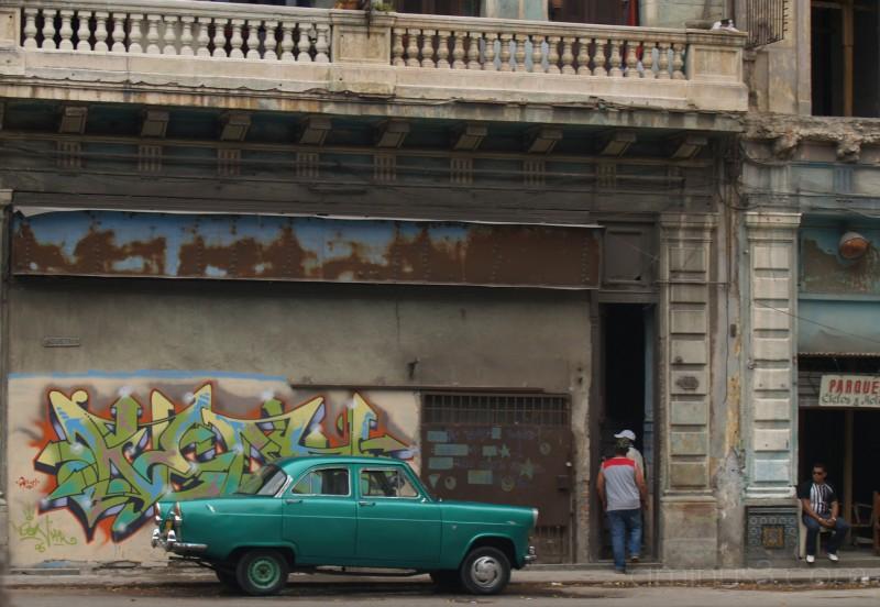 graffiti, old car, cuba, spray paint