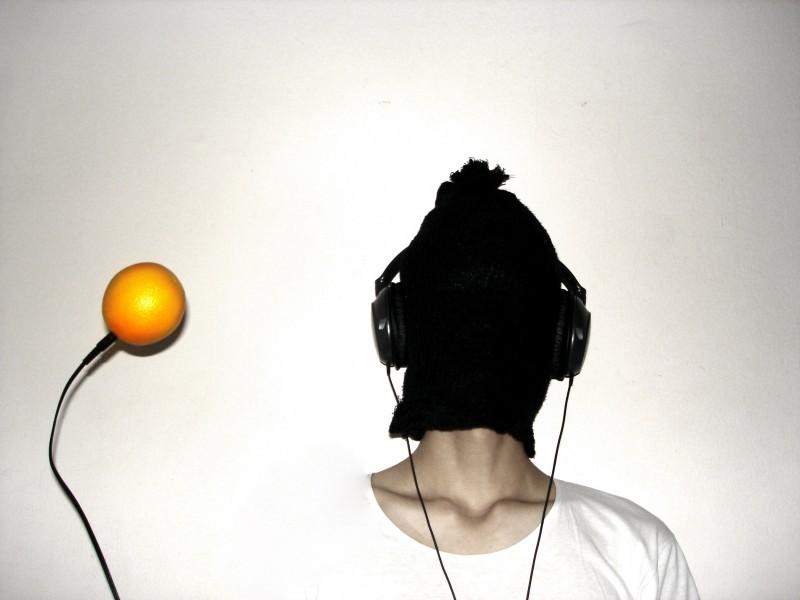 kheoh yee wei listening to orange music