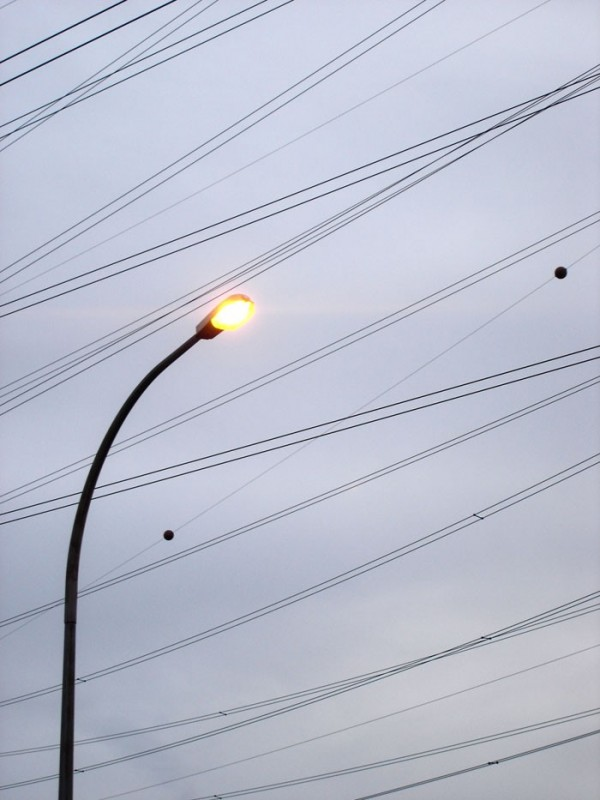 cable power with street lamp post