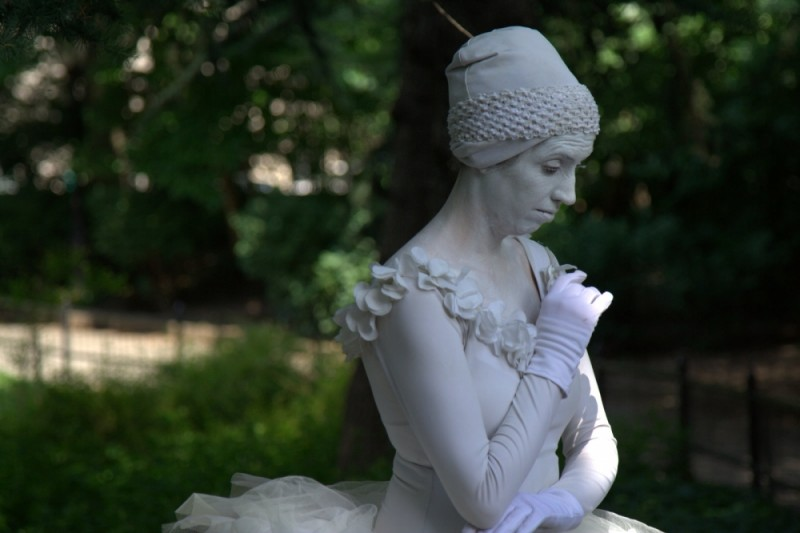 dancer live statue