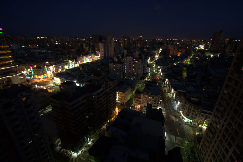 night street in kaohsiung