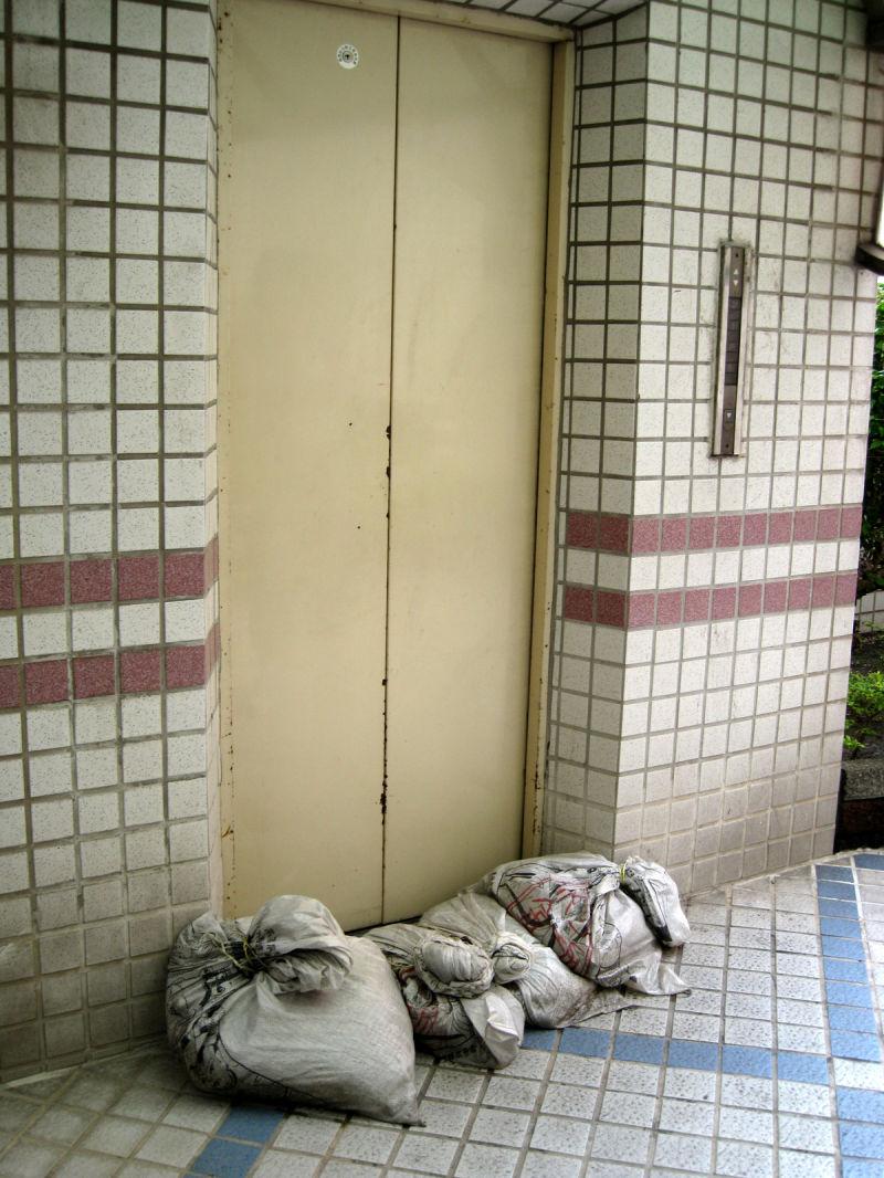 sandbagged elevator