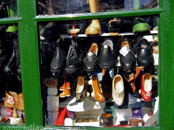 Zapatos nun escaparate de Compostela