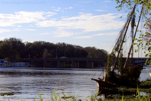 abandoned boat on st johns river