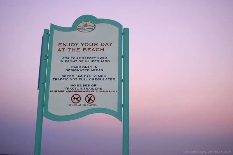 beach sign daytona