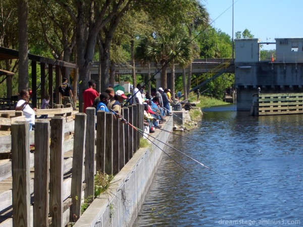 people fishing on the st johns river