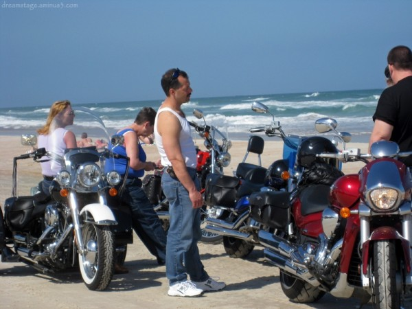 motorcycles on daytona beach bike week 2008