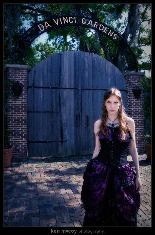 Amber before the Da Vinci gate