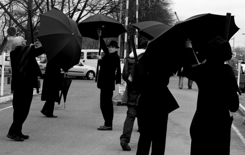 "Actors in the street ""les souffleurs"""