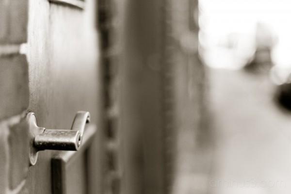 door handle in shallow DOF