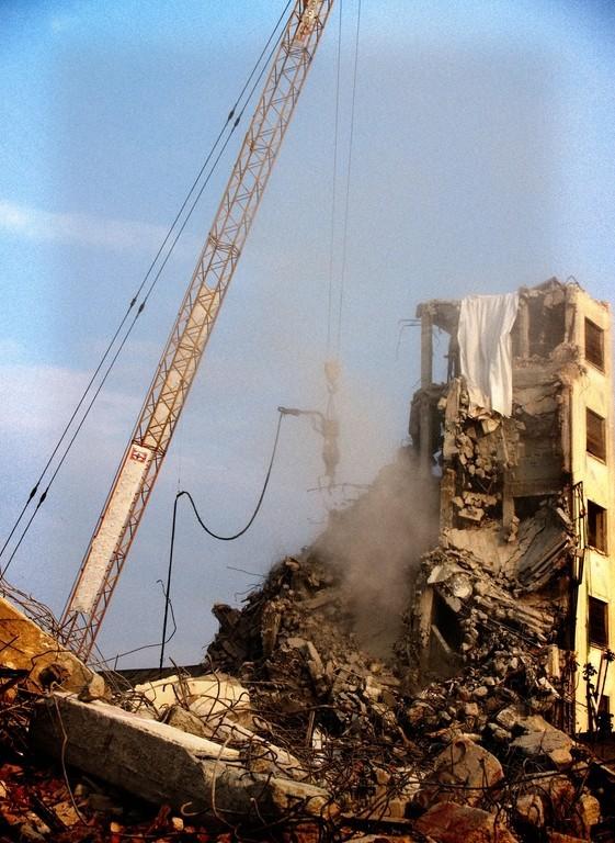 building go down