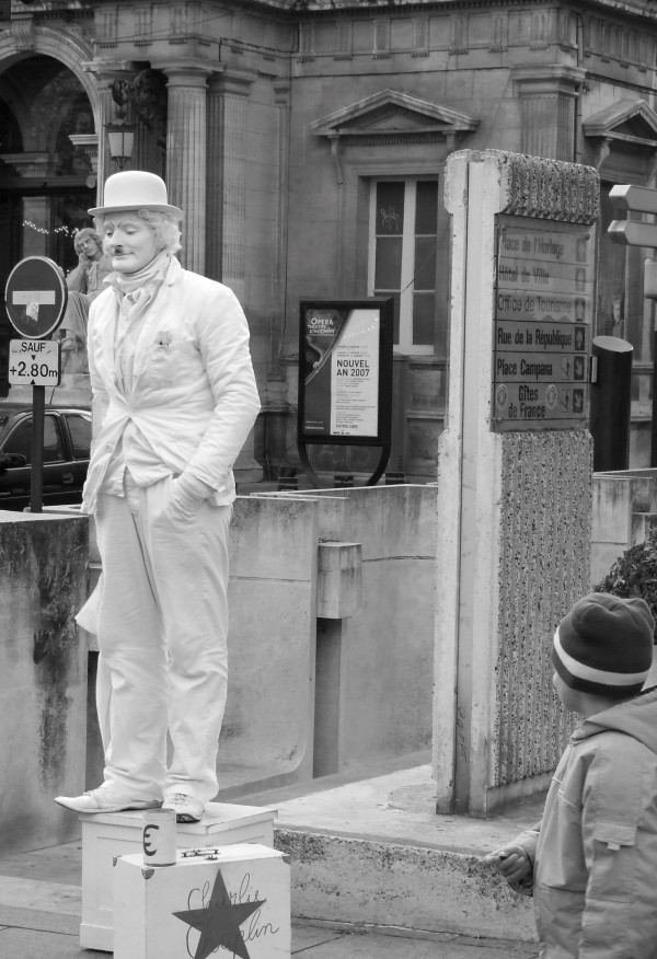 An alive statue of Charlie Chaplin