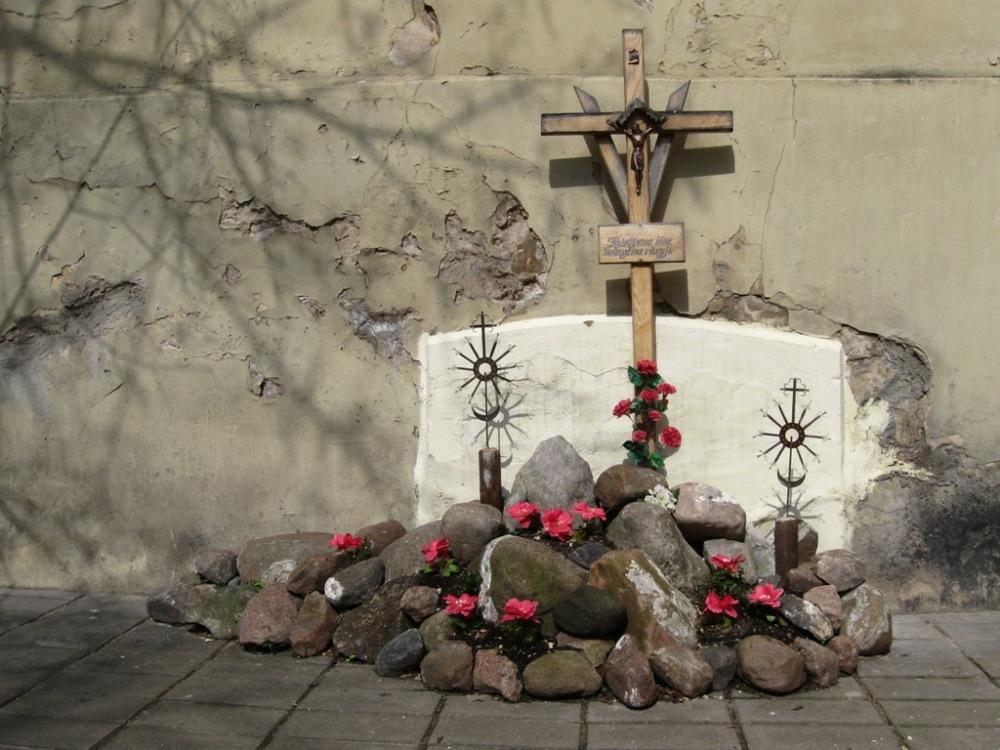 sunbathing crosses