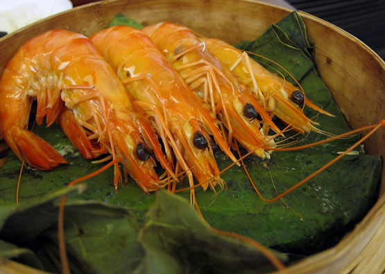 Steamed prawns in Chinese wine