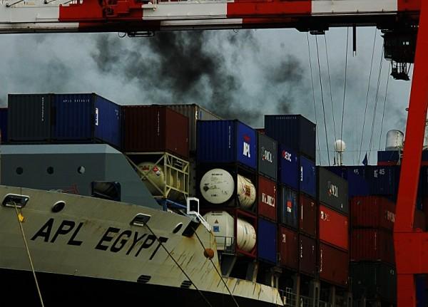 APL Egypt blowing smoke inport Tokyo