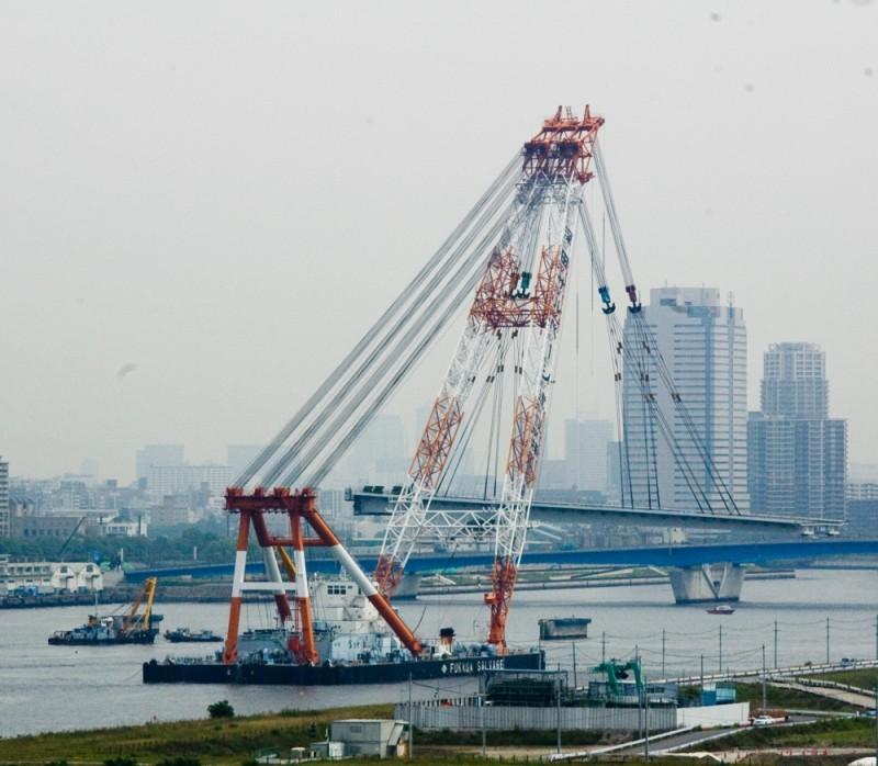 Gigantic Floating Crane