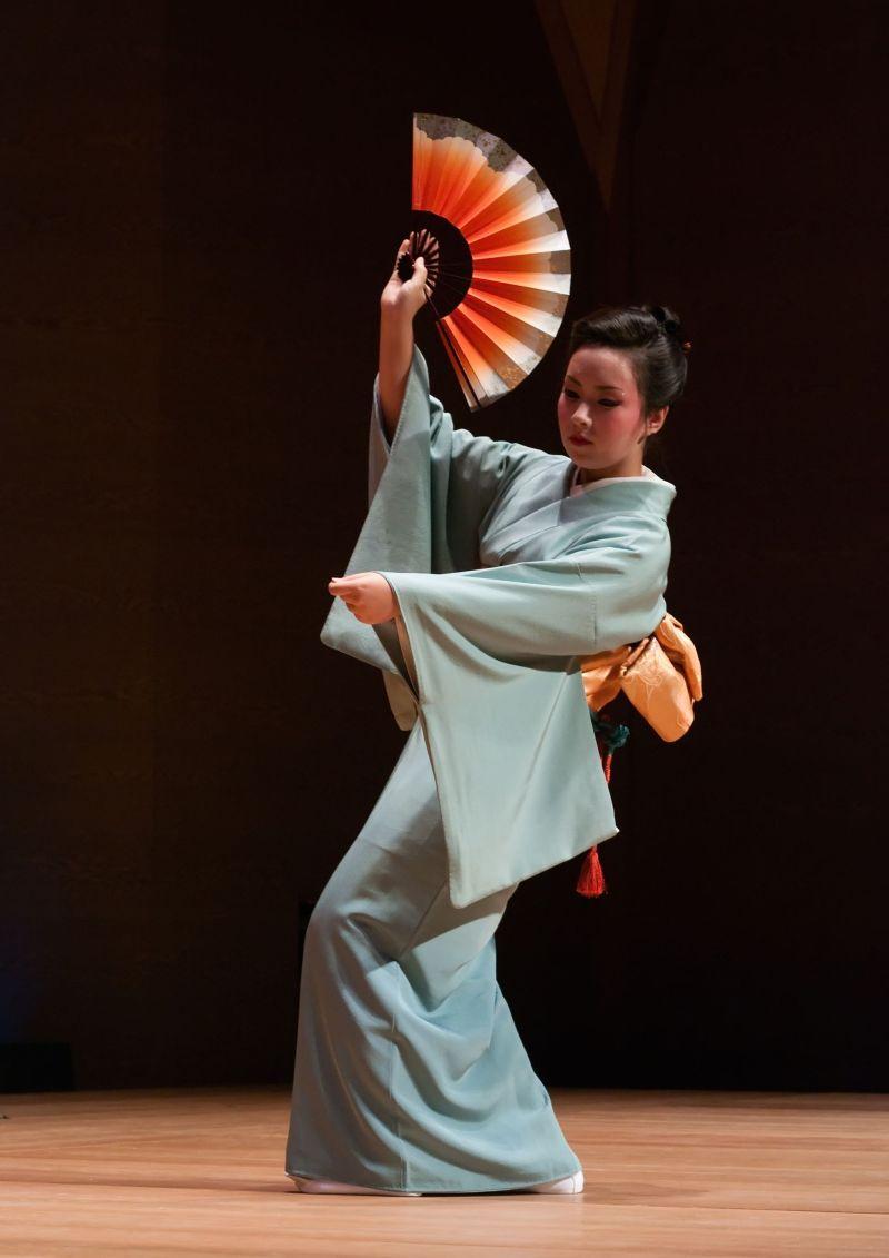 японский танец в картинках отштампованные вдоль кузова