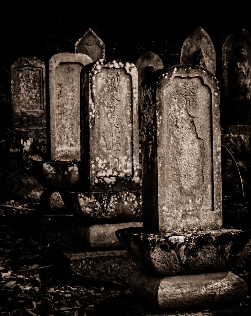 田舎の墓地にて I