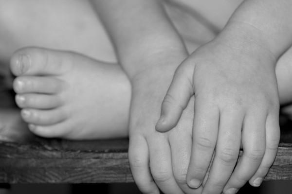 ariana's hands/feet