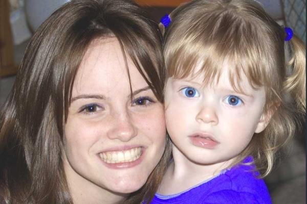 Brown-eyes Blue-eyes - Beautiful Sisters