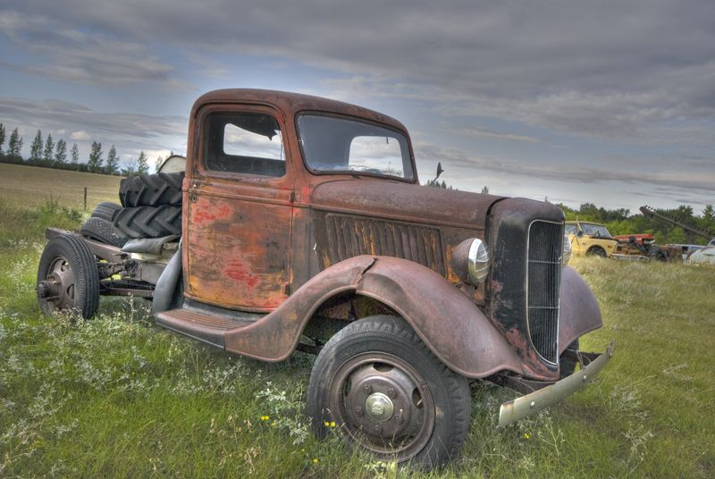 aNTIQUE truck old