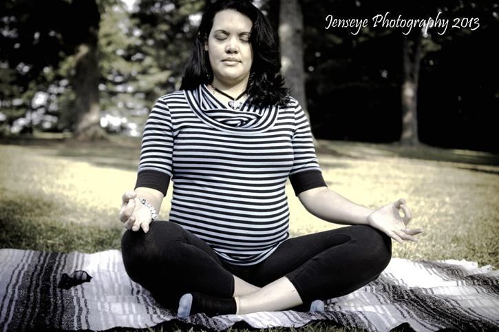 Portrait Maternity Seated