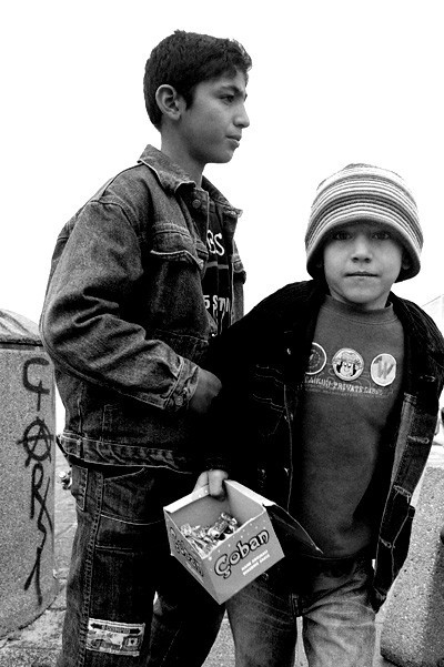Migrant children selling chewing gum, Istanbul