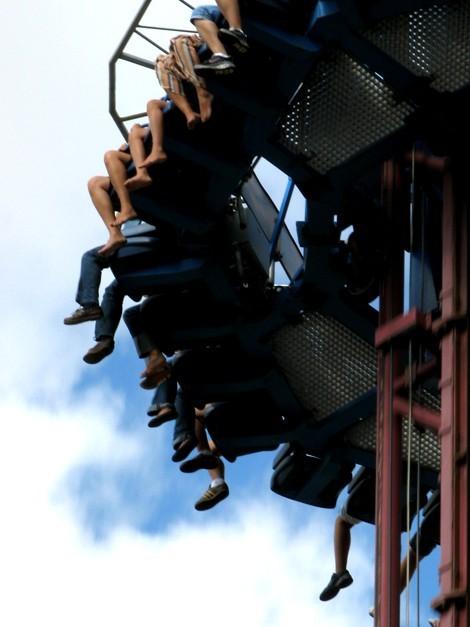 Pies en la torre de caída libre