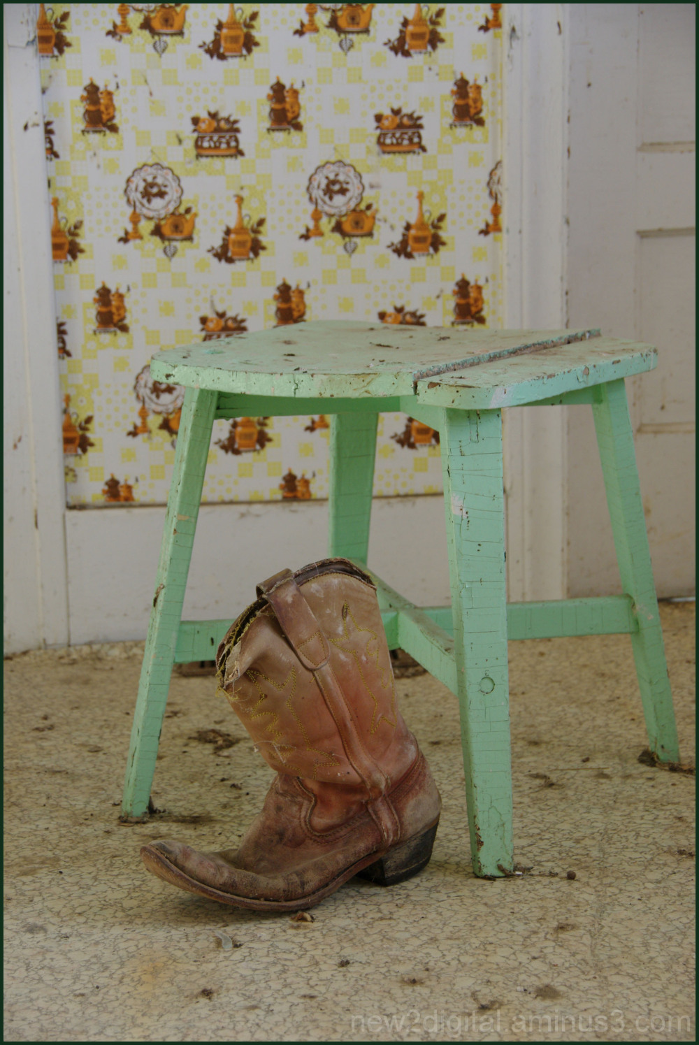 The Boot and the Stool