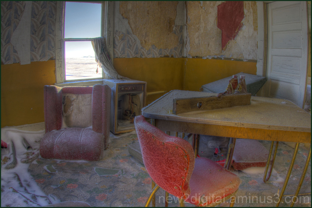 The Red Kitchen Chair 1/3